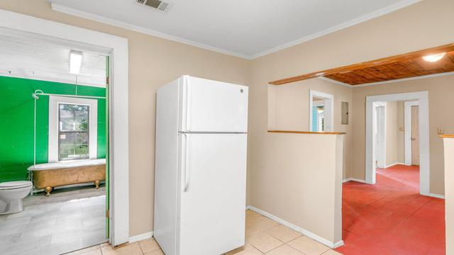 Laundry room featured at 536 Miller St, Hattiesburg, MS 39401