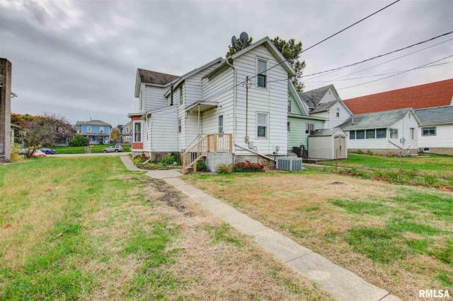 House view featured at 434 8th Ave S, Clinton, IA 52732