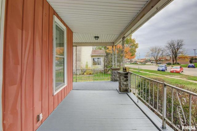 Porch featured at 434 8th Ave S, Clinton, IA 52732