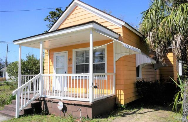 House view featured at 409 N B St, Pensacola, FL 32501