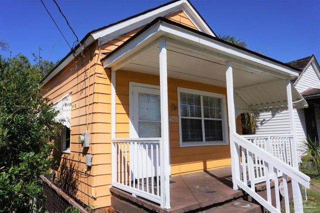 Porch featured at 409 N B St, Pensacola, FL 32501