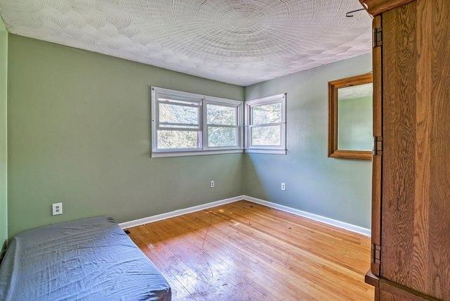 Bedroom featured at 139 Lick Skillet Rd, Saltville, VA 24370