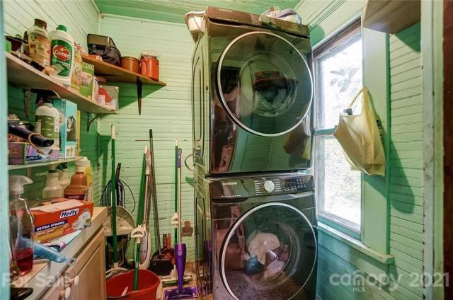 Laundry room featured at 166 Pinckney St, Chester, SC 29706