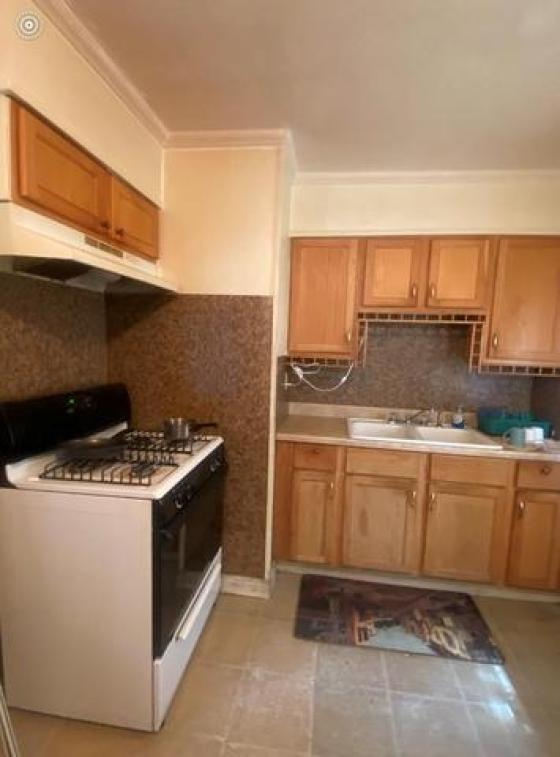 Kitchen featured at 662 W Chatham Dr, Greenville, MS 38701