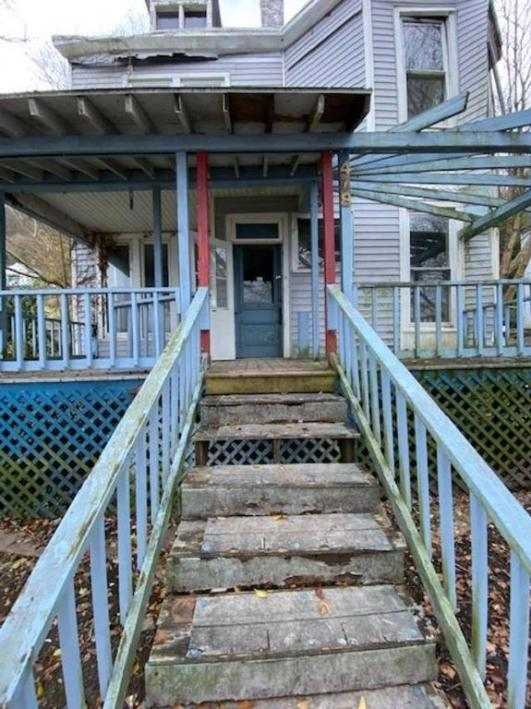 Porch featured at 478 W 2nd St, Maysville, KY 41056
