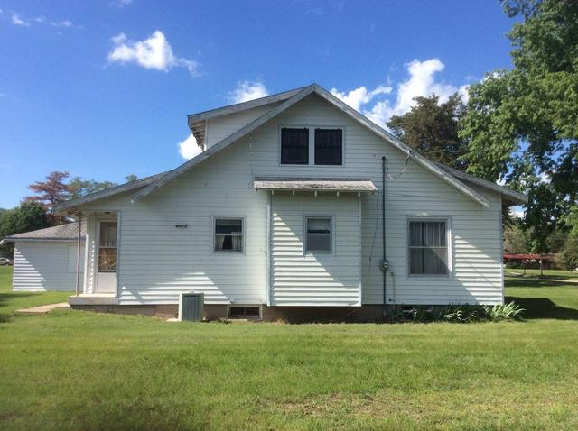 House view featured at 500 N Chestnut, Red Cloud, NE 68970
