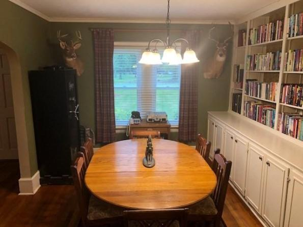 Dining room featured at 209 E Allen St, Leslie, GA 31764