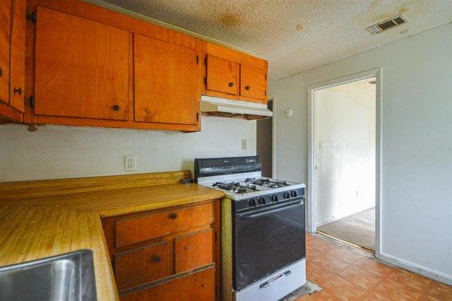 Kitchen featured at 1031 Mlk Jr Blvd, Quincy, FL 32351