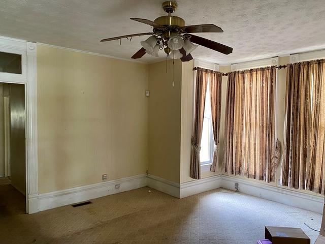 Bedroom featured at 407 W Central Ave, Fitzgerald, GA 31750
