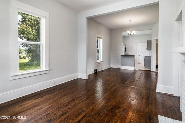 Living room featured at 1311 Chestnut St, Greenville, NC 27834
