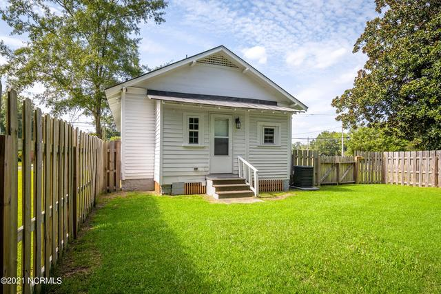 Yard featured at 1311 Chestnut St, Greenville, NC 27834