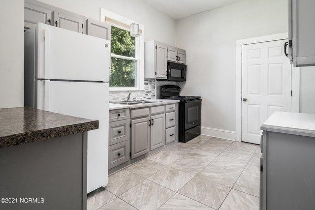 Kitchen featured at 1311 Chestnut St, Greenville, NC 27834
