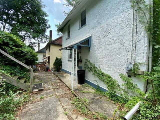 Yard featured at 8 Harding St, Johnstown, PA 15905