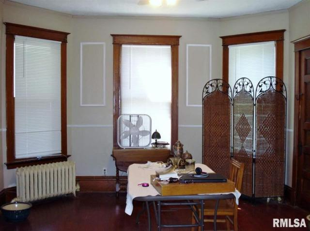 Dining room featured at 982 N Cedar St, Galesburg, IL 61401