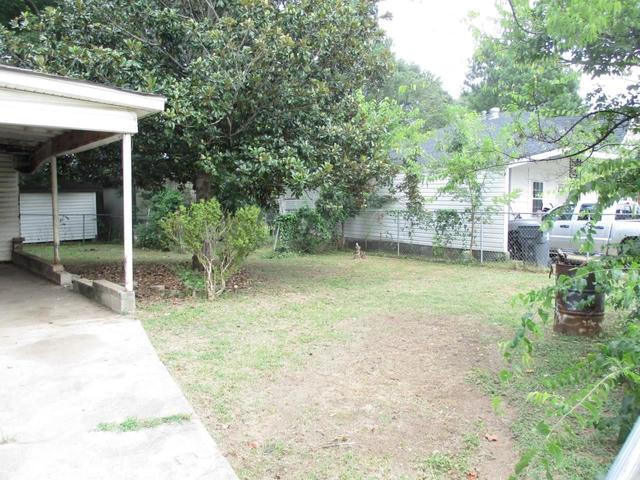 Yard featured at 360 5th St, Cedartown, GA 30125