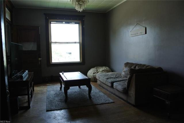 Living room featured at 700 Garfield Ave SW, Canton, OH 44706