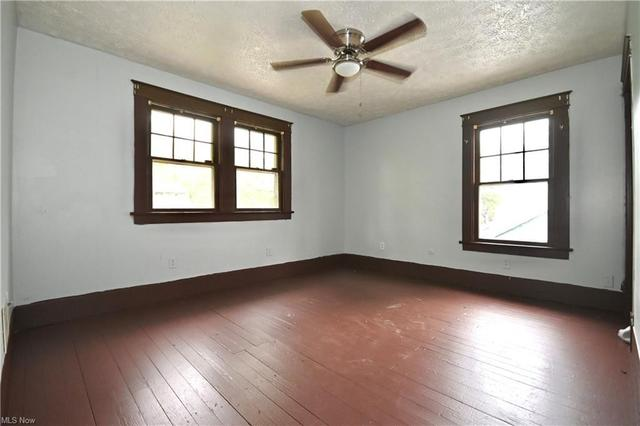 Living room featured at 316 E Lucius Ave, Youngstown, OH 44507
