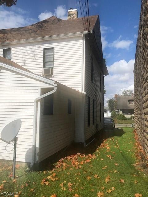 Yard featured at 1315 Chestnut St, Coshocton, OH 43812