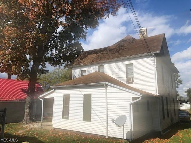 House view featured at 1315 Chestnut St, Coshocton, OH 43812