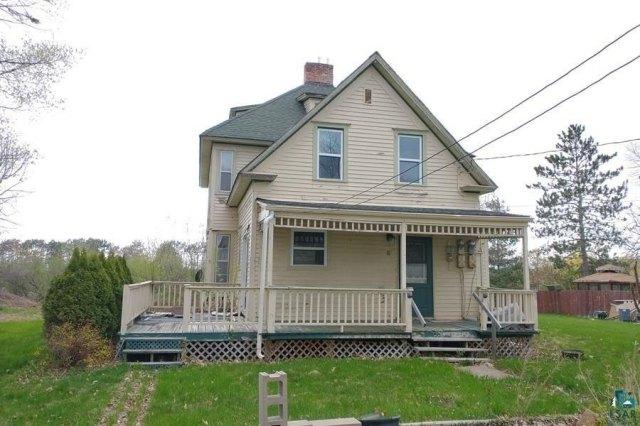 Porch featured at 106 S Poplar Ln, Hinckley, MN 55037