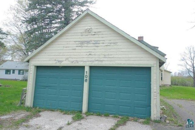 Garage featured at 106 S Poplar Ln, Hinckley, MN 55037