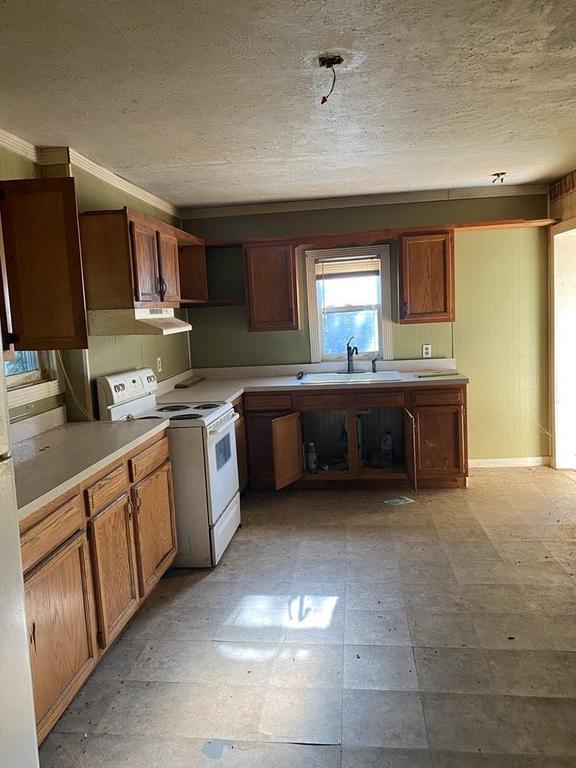 Kitchen featured at 124 Crescent St, Beaver, WV 25813