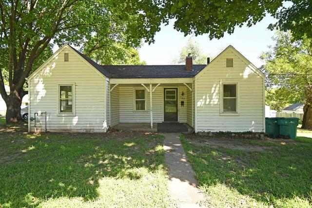 House view featured at 100 Iowa Ave, Holton, KS 66436