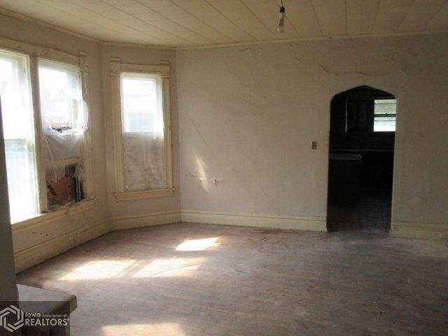 Living room featured at 1622 Palean St, Keokuk, IA 52632