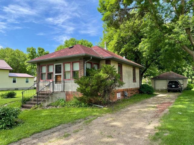 House view featured at 114 N Washington Ave, Springfield, MN 56087