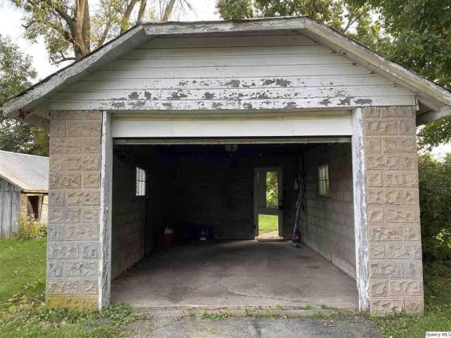 Garage featured at 510 S Fulmer St, Nauvoo, IL 62354