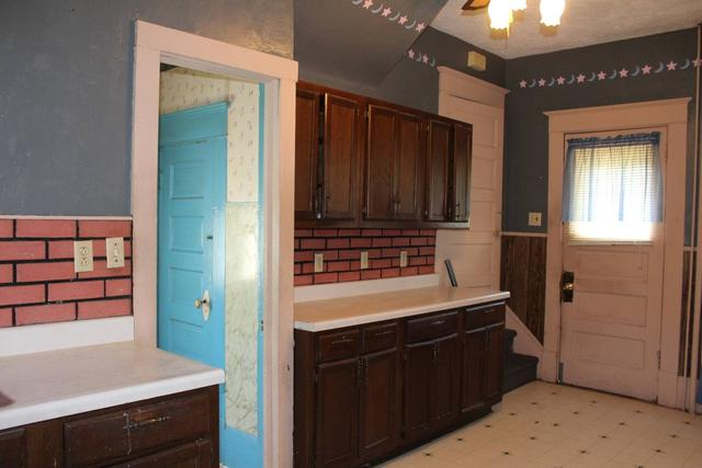 Bathroom featured at 204 E 5th St, Concordia, KS 66901