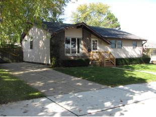 "<div></img>1688 Echo Ln</div><div>Racine, Wisconsin 53406</div>"" data-original=""/img/cdn/assets/layout/patch_white_bg.jpg"" data-recalc-dims=""1″></a></figure><div class="