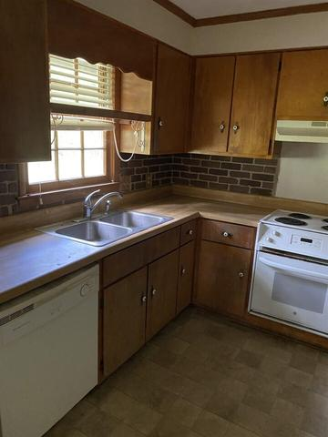 Kitchen featured at 3749 Trophy Pl, Lizella, GA 31052