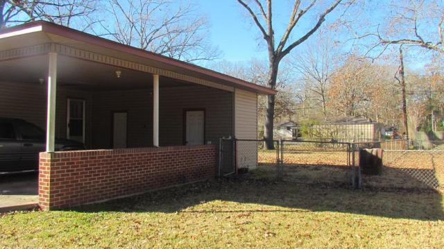 Porch yard featured at 904 S Tennessee St, Crossett, AR 71635
