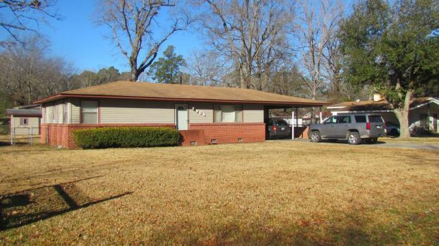 Garage featured at 904 S Tennessee St, Crossett, AR 71635