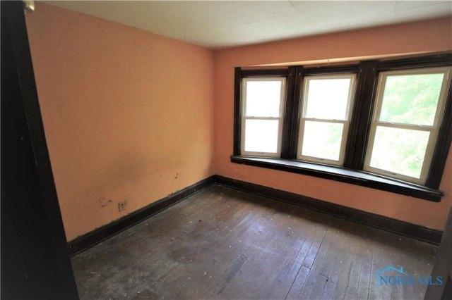 Bedroom featured at 431 Cincinnati St, Toledo, OH 43611