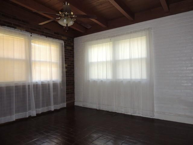 Living room featured at 102 E Church St, Pocahontas, AR 72455