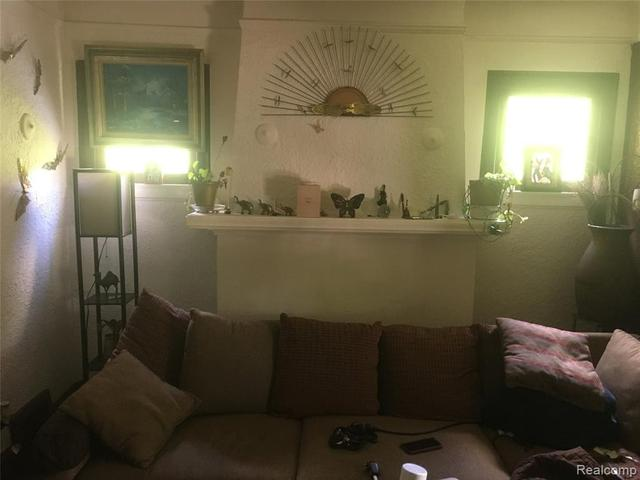 Living room featured at 3010 Fullerton St, Detroit, MI 48238