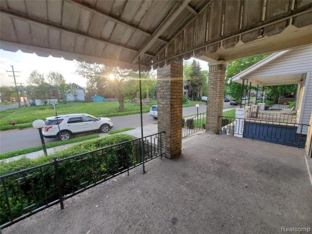 Porch yard featured at 7400 Prairie St, Detroit, MI 48210