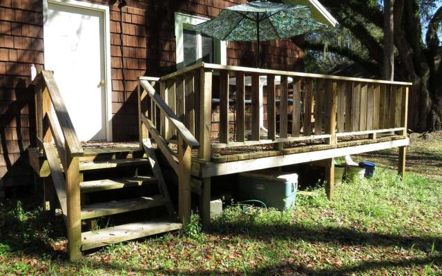 Porch featured at 214 Seminole St SE, Live Oak, FL 32064