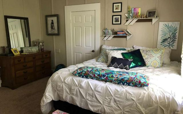 Bedroom featured at 214 Seminole St SE, Live Oak, FL 32064