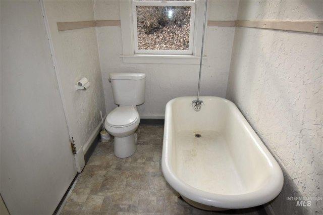Bathroom featured at 422 11th St, Lewiston, ID 83501