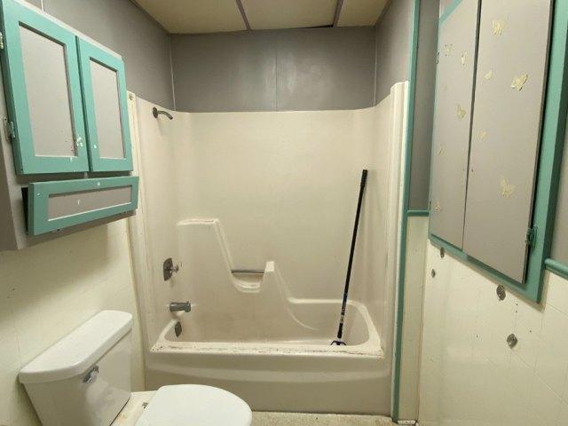 Bathroom featured at 140 Chestnut St, Louisville, IL 62858