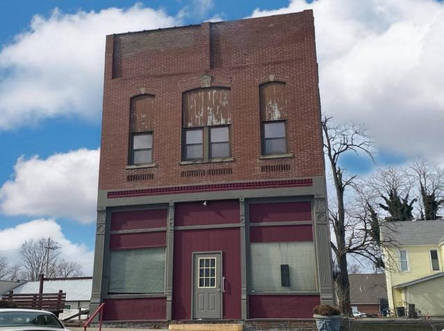 House view featured at 140 Chestnut St, Louisville, IL 62858