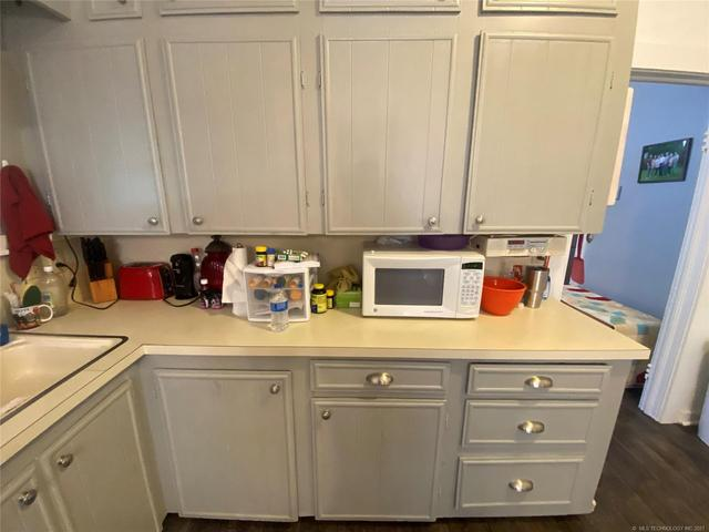 Laundry room featured at 111 S Rosehill Ave, Cleveland, OK 74020