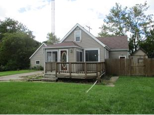 "<div></img>1306 Illinois St</div><div>Racine, Wisconsin 53405</div>"" data-original=""/img/cdn/assets/layout/patch_white_bg.jpg"" data-recalc-dims=""1″></a></figure><div class="