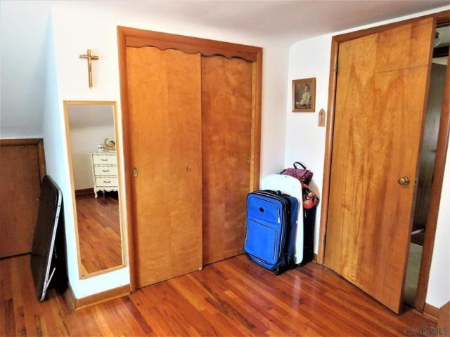 Laundry room featured at 409 Yeoman St, Johnstown, PA 15906