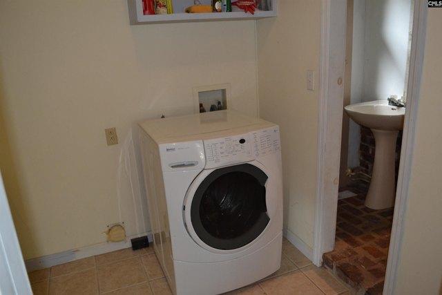 Laundry room featured at 956 N Edisto Rd, Leesville, SC 29070