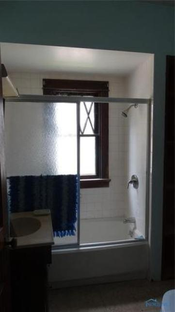 Bathroom featured at 207 N Main St, Antwerp, OH 45813