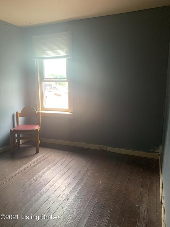 Bedroom featured at 1849 Bank St, Louisville, KY 40203